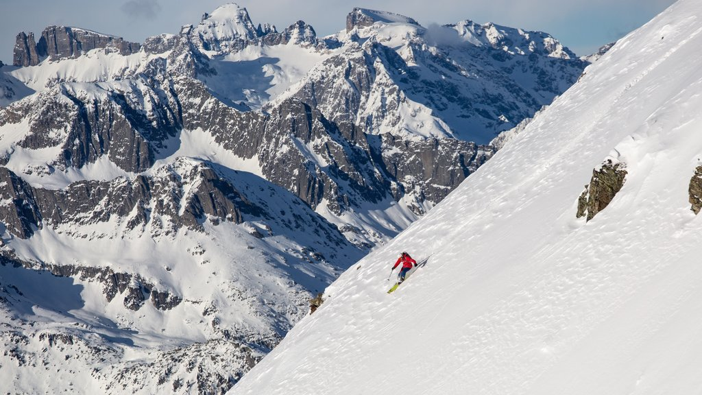 Andermatt which includes snow skiing, snow and landscape views