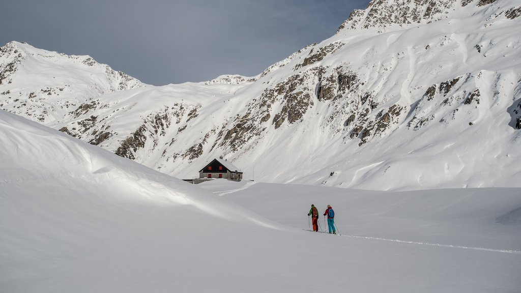 Andermatt featuring snow skiing, landscape views and snow