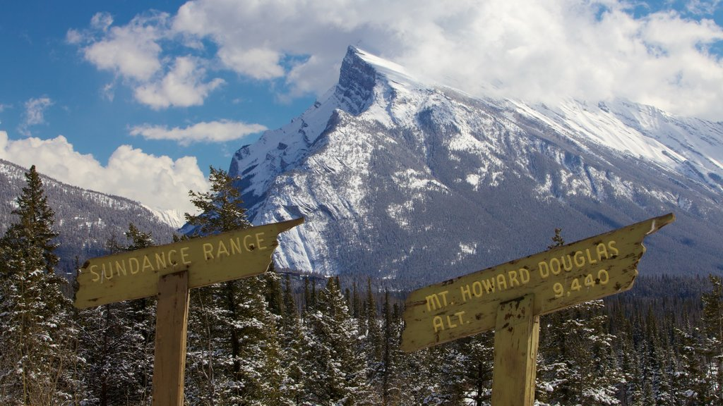 Banff showing mountains, landscape views and signage