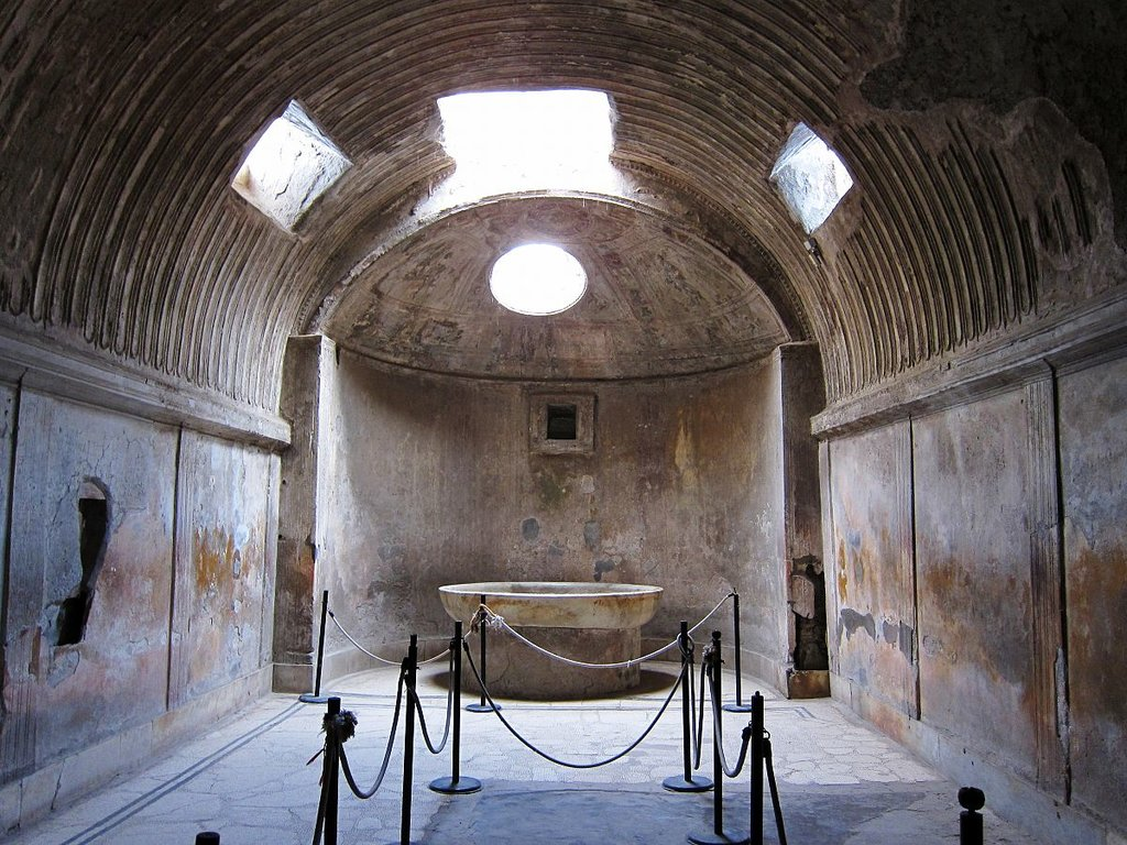 Il caldarium delle terme di Pompei - By Velvet - Own work, CC BY-SA 3.0, https://commons.wikimedia.org/w/index.php?curid=16431055