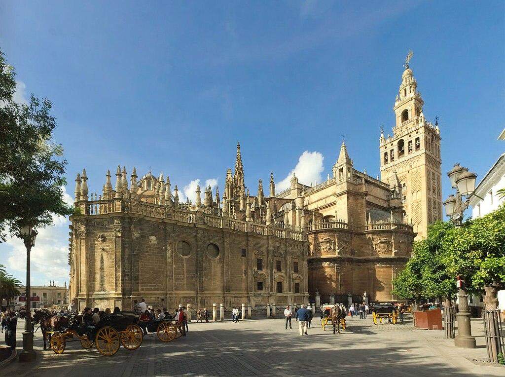La faccia sudorientale della Cattedrale di Siviglia - By Ingo Mehling - Own work, CC BY-SA 4.0, https://commons.wikimedia.org/w/index.php?curid=37545223