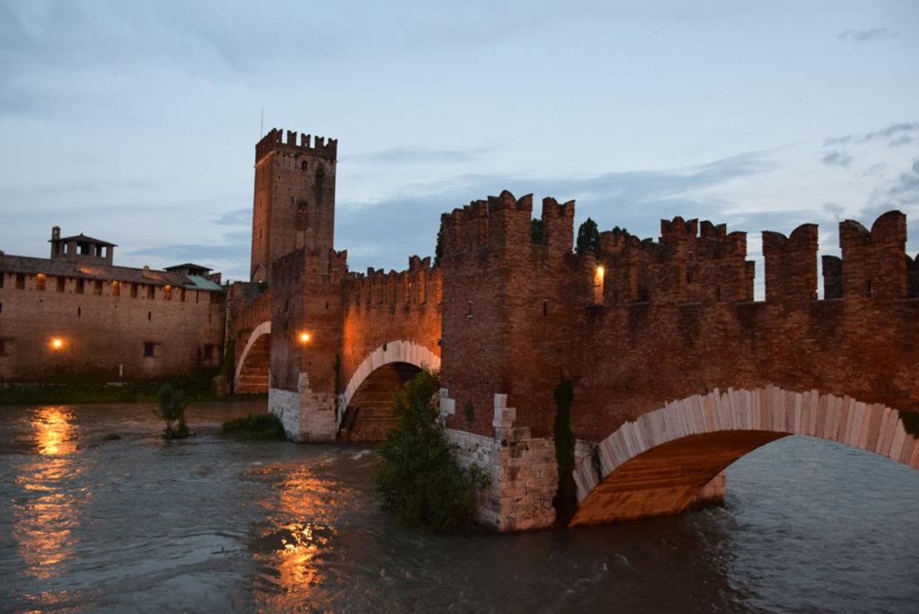Ponte di Castel Vecchio a Verona - I 10 viaggi in bici più belli d'Italia - Courtesy of Paolo Ribichini