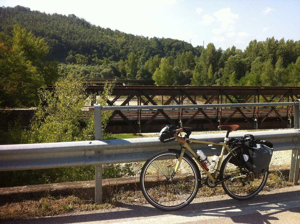 La Ciclabile dell'Acquedotto Pugliese - Courtesy of Coordinamento dal Basso della Ciclovia dell'Acquedotto Pugliese