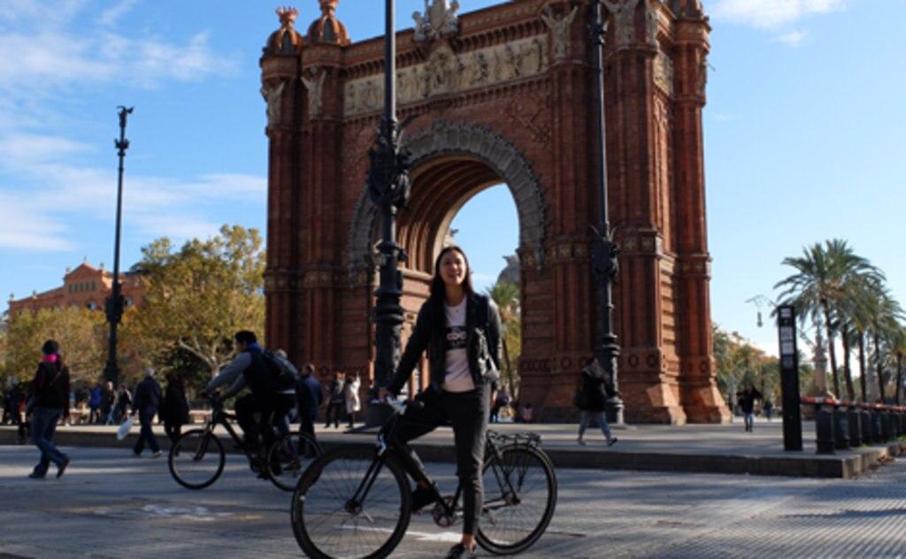 98d3c5b1d9 ... e parto per visitare l'antica zona semi-pedonale di El Born, La Ribera,  Plaça Sant Agustí Vell, l'Arc de Triomf e il Parco della Ciutadella.