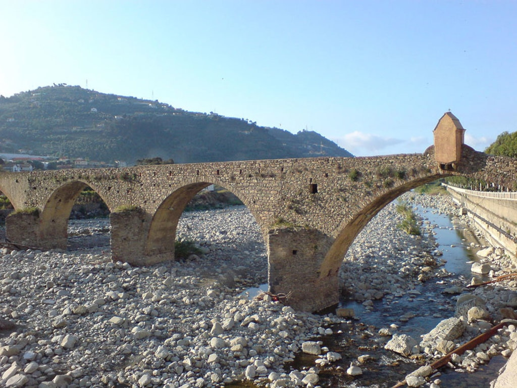 Ponte romano di Taggia - By IT1315922 Account Owner, (Own work)  , via Wikimedia Commons