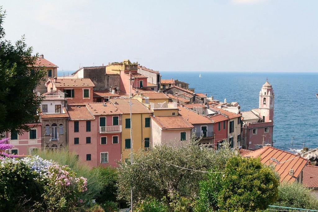 Il borgo di Tellaro - By Davide Papalini, (Own work)  , via Wikimedia Commons
