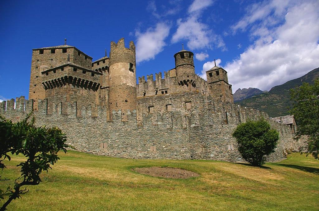Castello di Fénis - I 20 castelli medievali più belli d