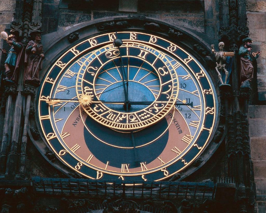 Un particolare dell'Orologio astronomico montato sul lato sud del Municipio nella Piazza della Città Vecchia - Photo credit Corbis