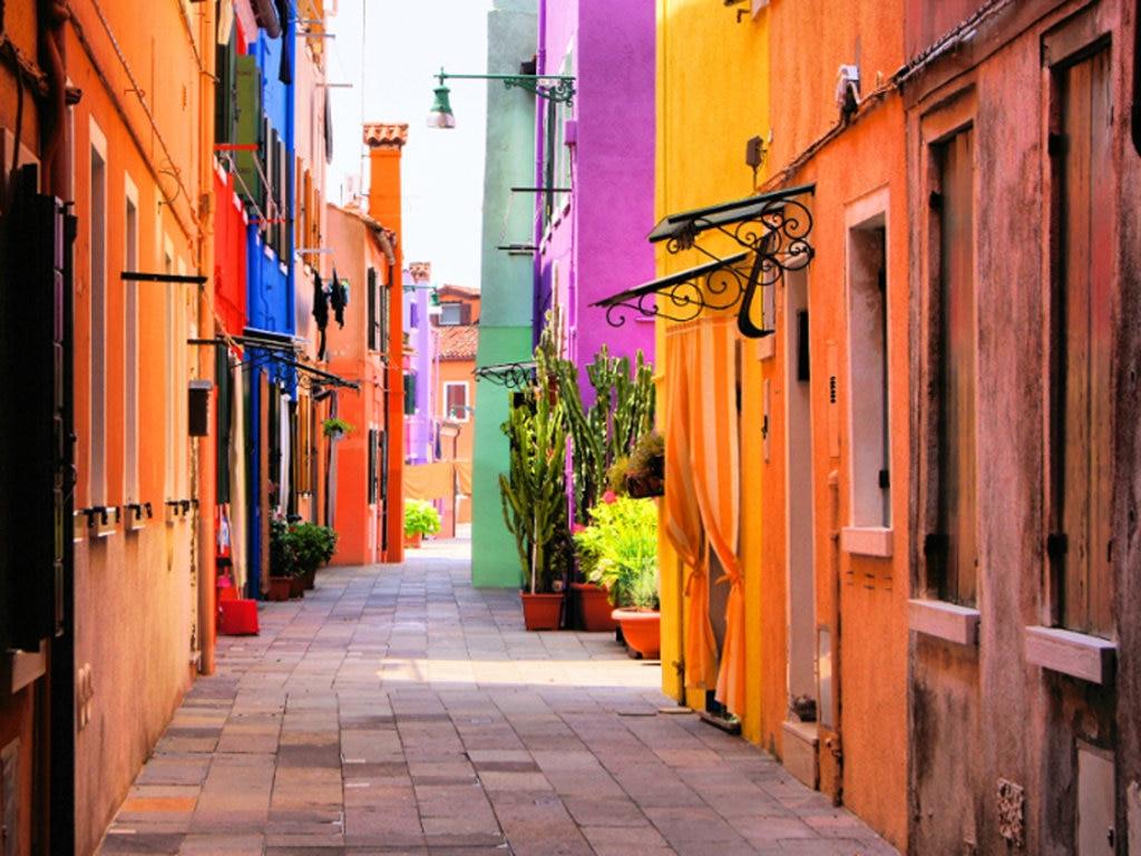 Un suggestivo scorcio di Burano con le colorate casette - Photo credit Shutterstock