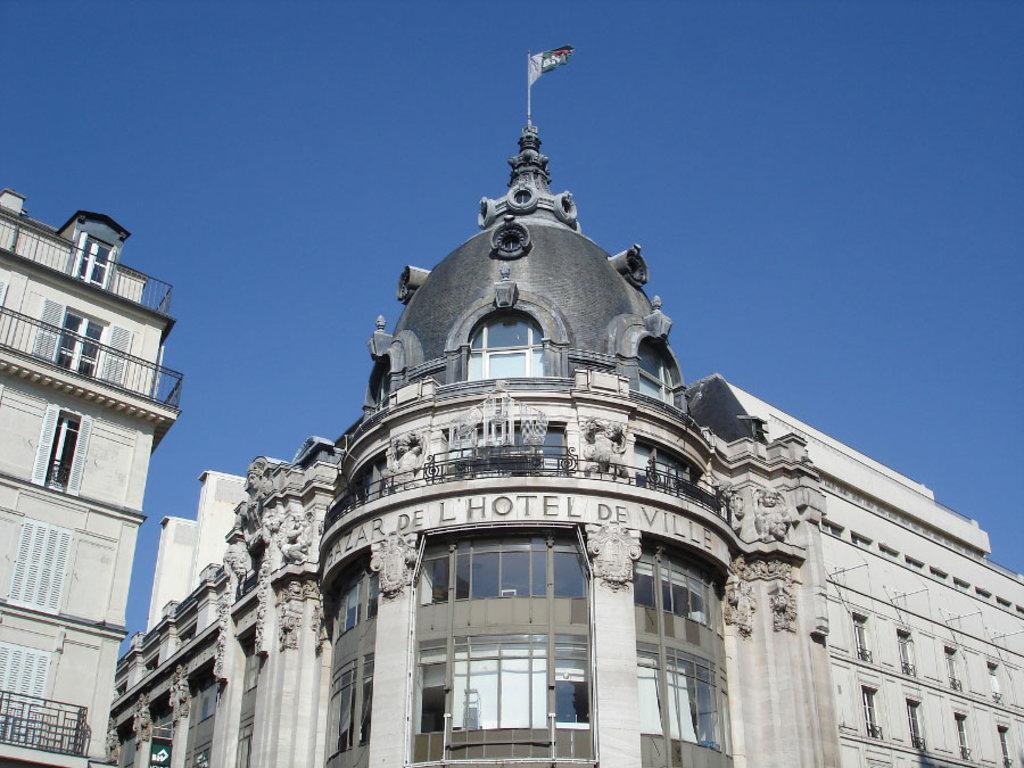 La cupola del Bazar de l'Hôtel de Ville - By FLLL (Own work)  , via Wikimedia Commons