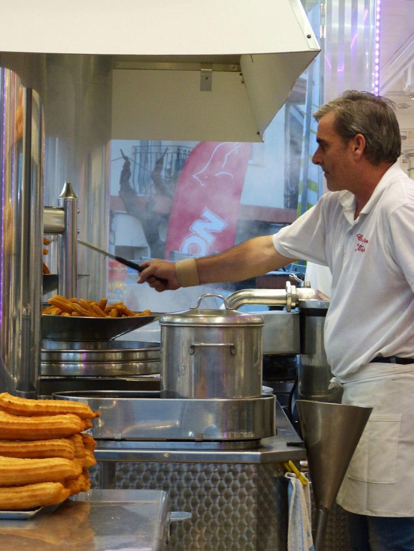 La pastella fritta dei churros fa gola solo a vederla