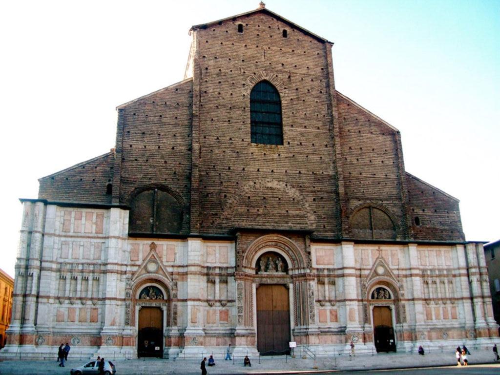 La facciata della Basilica di San Petronio - By Bristin (Own work)  , via Wikimedia Commons
