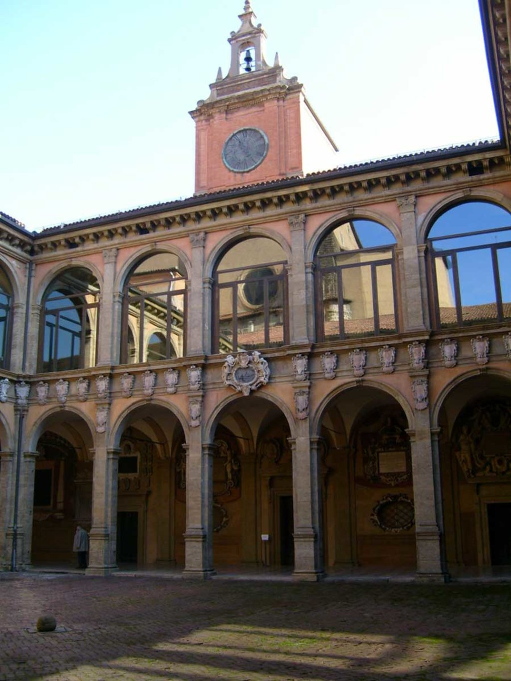 Il Palazzo dell'Archiginnasio - By Luca Borghi (Own work)  , via Wikimedia Commons