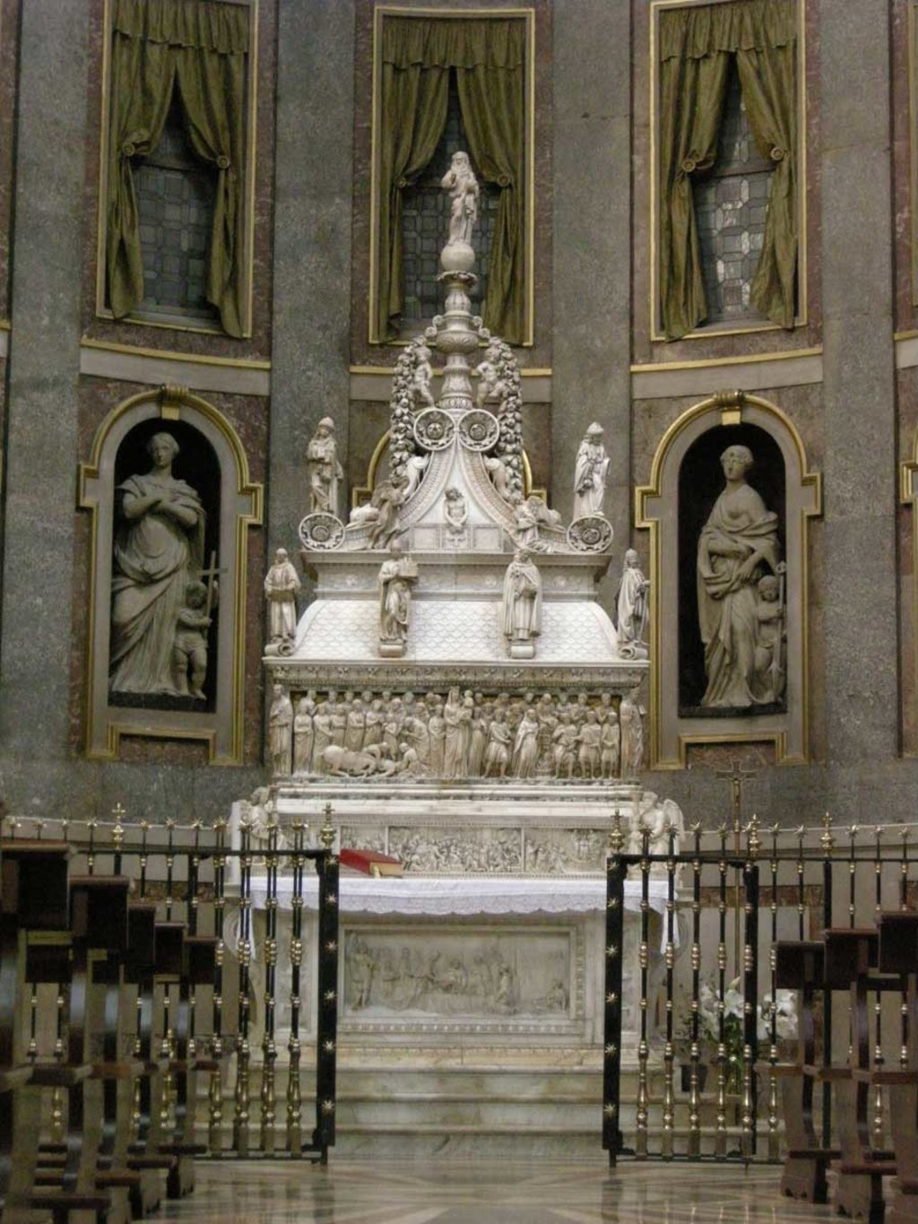 L'Arca di San Domenico - By Sailko  , via Wikimedia Commons