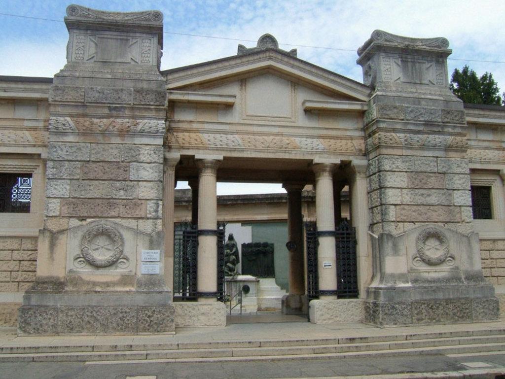 L'ingresso della Certosa - By Desyman (Own work)  , via Wikimedia Commons