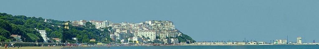 Il panorama di Rodi Garganico - By Giuseppe Bruno via Wikimedia Commons