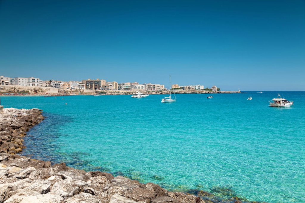 Otranto con la sua suggestiva spiaggia - Photo credit Shutterstock