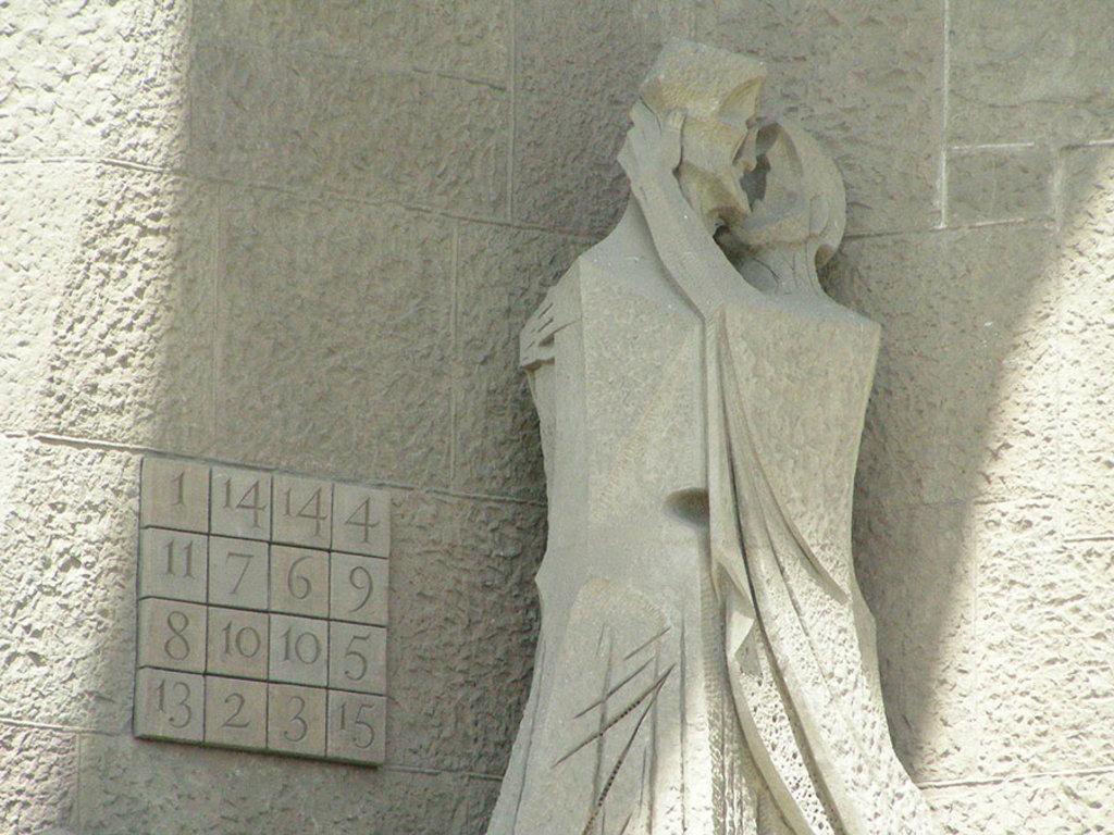 Il quadrato magico con il bacio di Giuda di Josep Maria Subirachs. By Oscar (own work)  , via Wikimedia Commons