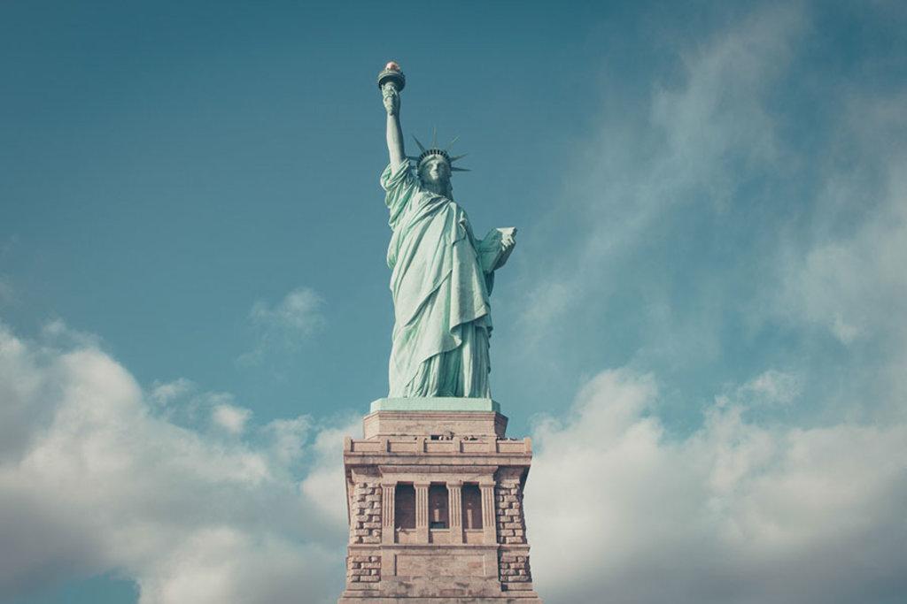 Il simbolo della libertà, è stato regalato a New York dai francesi.
