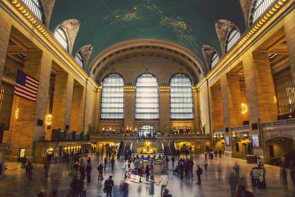 L'atrio della stazione Grand Central e il celebre orologio centrale.