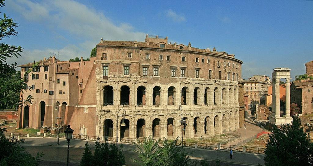 Teatro Marcello, Roma. Di Jensens (Opera propria)  , attraverso Wikimedia Commons