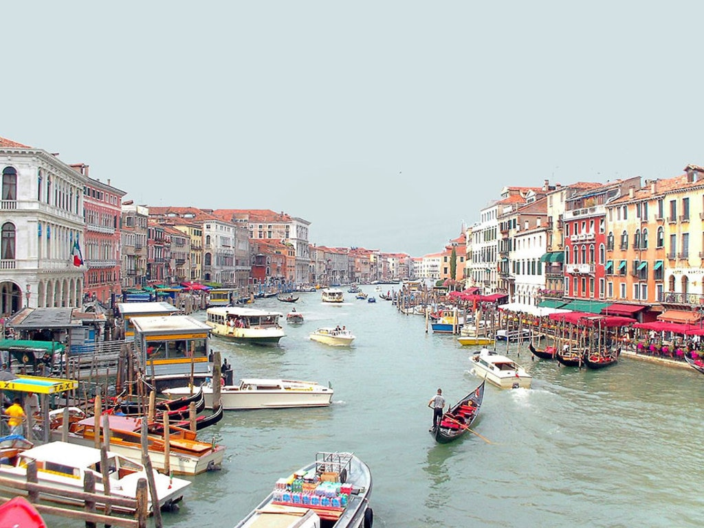 Canal Grande from Rialto Bridge. Di Enri82ve (Opera propria)  , attraverso Wikimedia Commons
