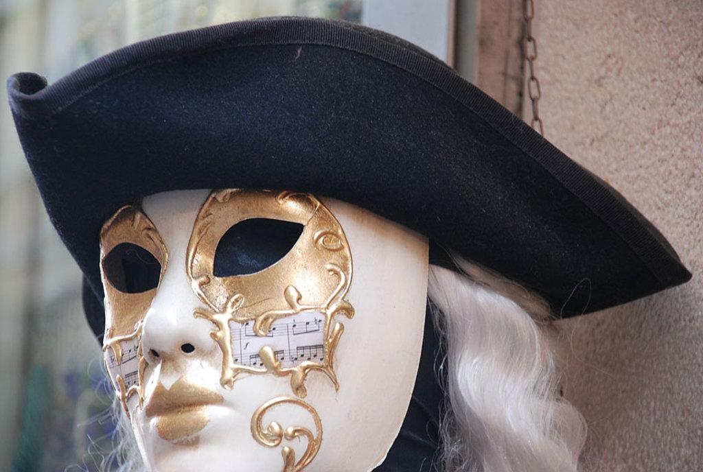 Una tipica maschera veneziana