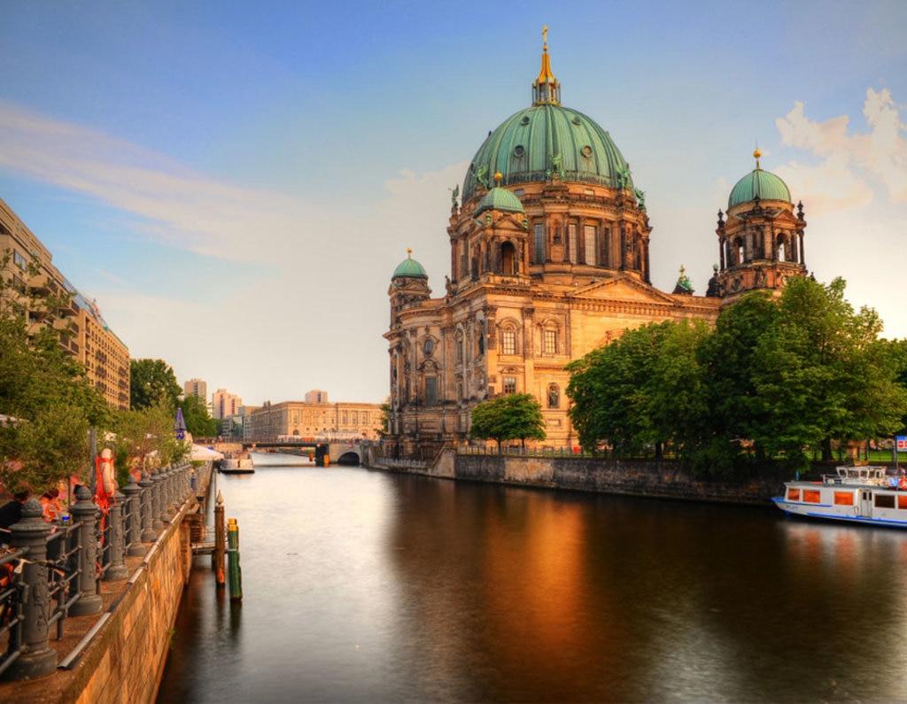 Il Berliner Dom visto dal fiume Sprea. Photo credit Getty Images
