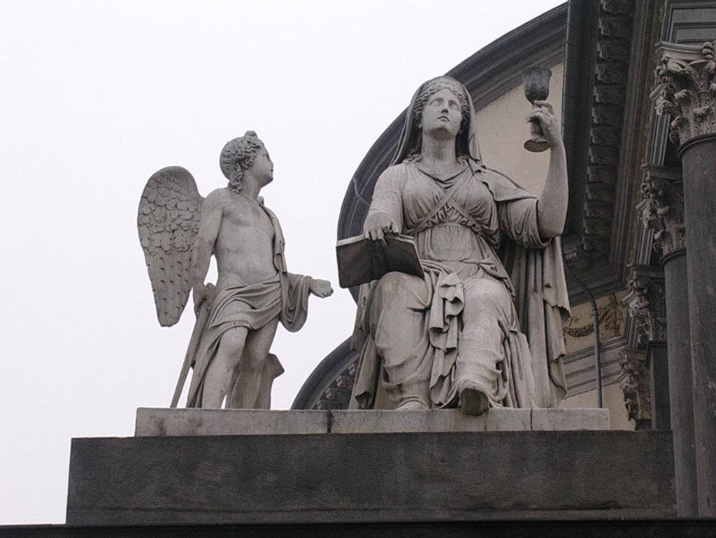 Statua dell'allegoria della Fede presso la chiesa della Gran Madre di Dio a Torino. By Claude CC BY-SA 3.0 via Wikimedia Commons
