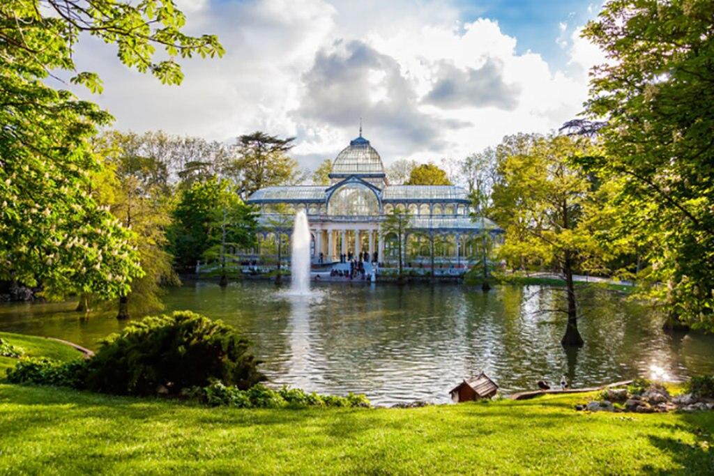 Il Palazzo di Cristallo al Parco del Retiro. Photo credit Shutterstock