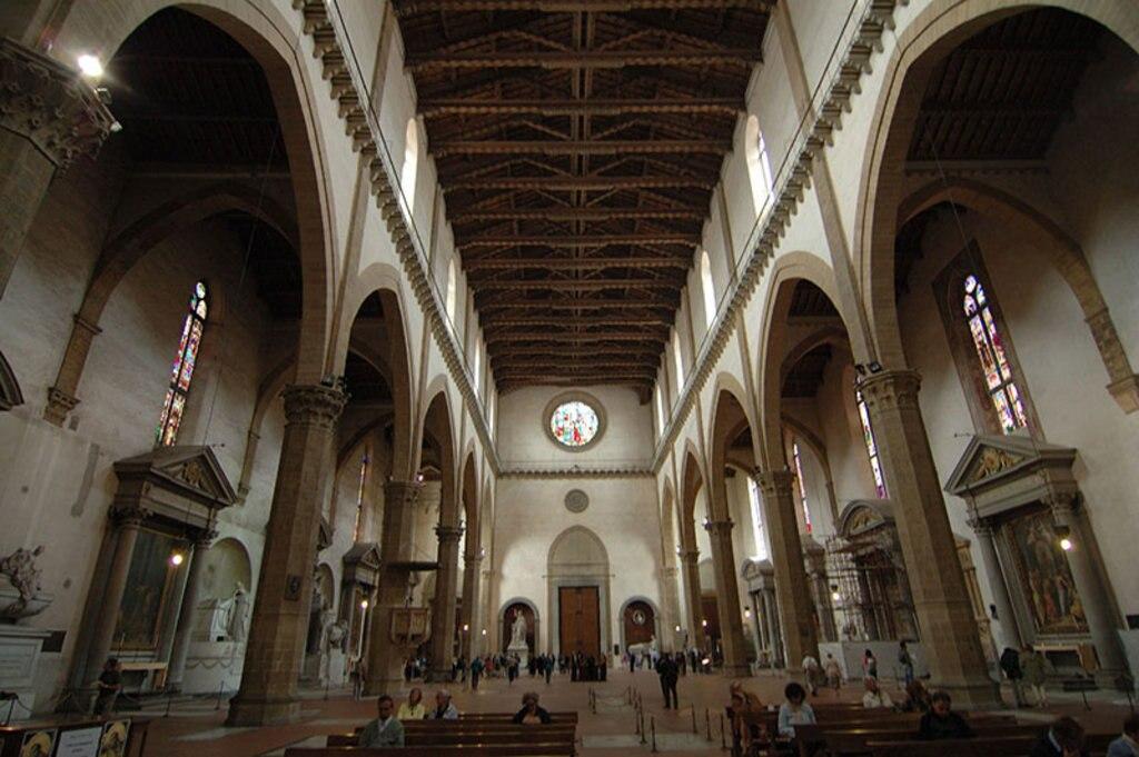 Gli interni della Basilica Santa Croce