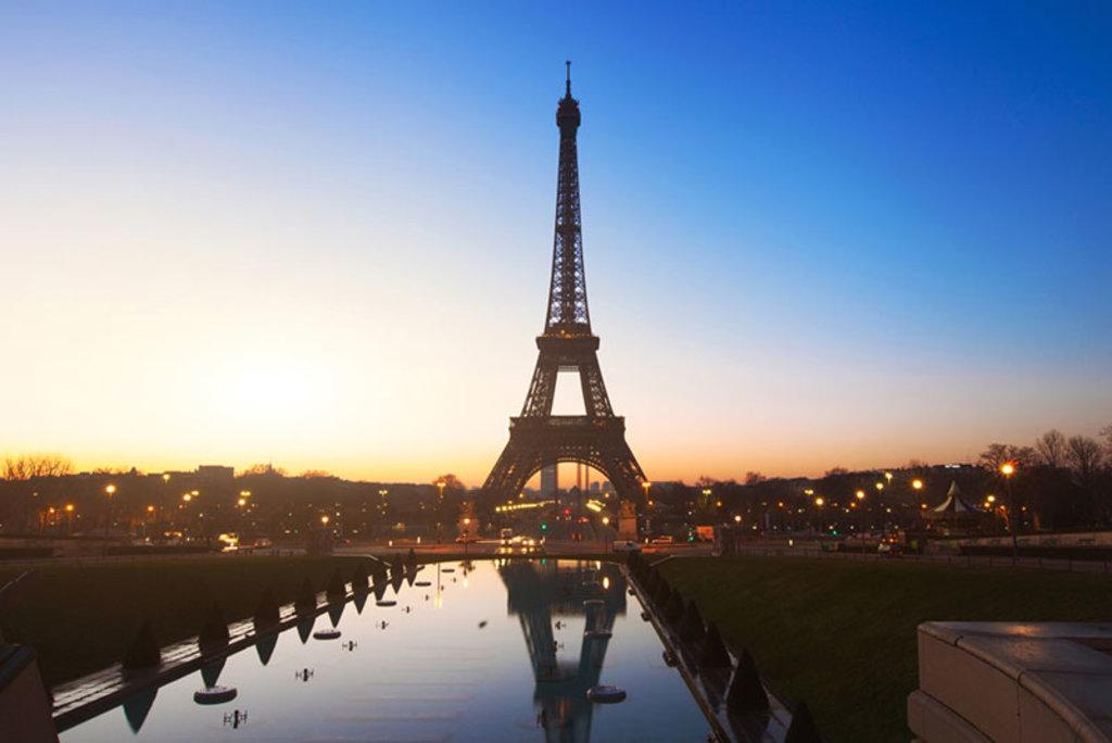 La Tour Eiffel, simbolo di Parigi. Photo credit Sutterstock