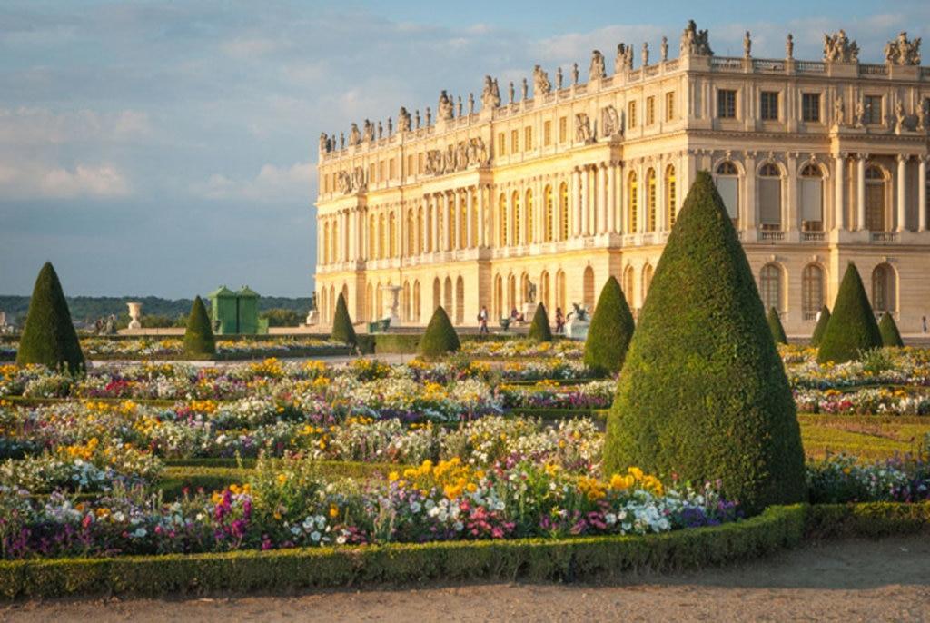 Una veduta della Reggia di Versailles. Photo credit Sutterstock