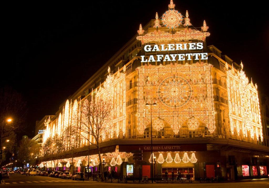 L'elegante facciata delle Galeries Lafayette. Photo credit Alamy