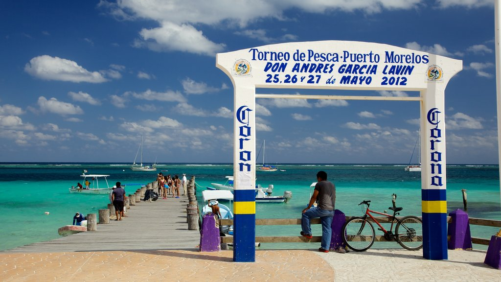 Puerto Morelos showing a marina, boating and general coastal views