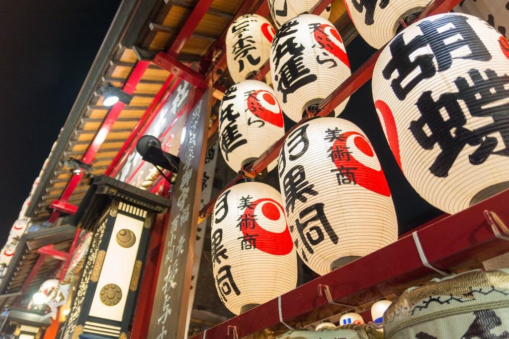 Tori no Ichi Fair (by Yoshikazu Takada, CC BY 2.0 - https://www.flickr.com/photos/yoshikazut/10646033573/ )