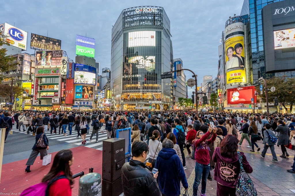 Shibuya (by Benny Ang, CC BY-SA 2.0 - https://www.flickr.com/photos/evobenny/24208881985/ )