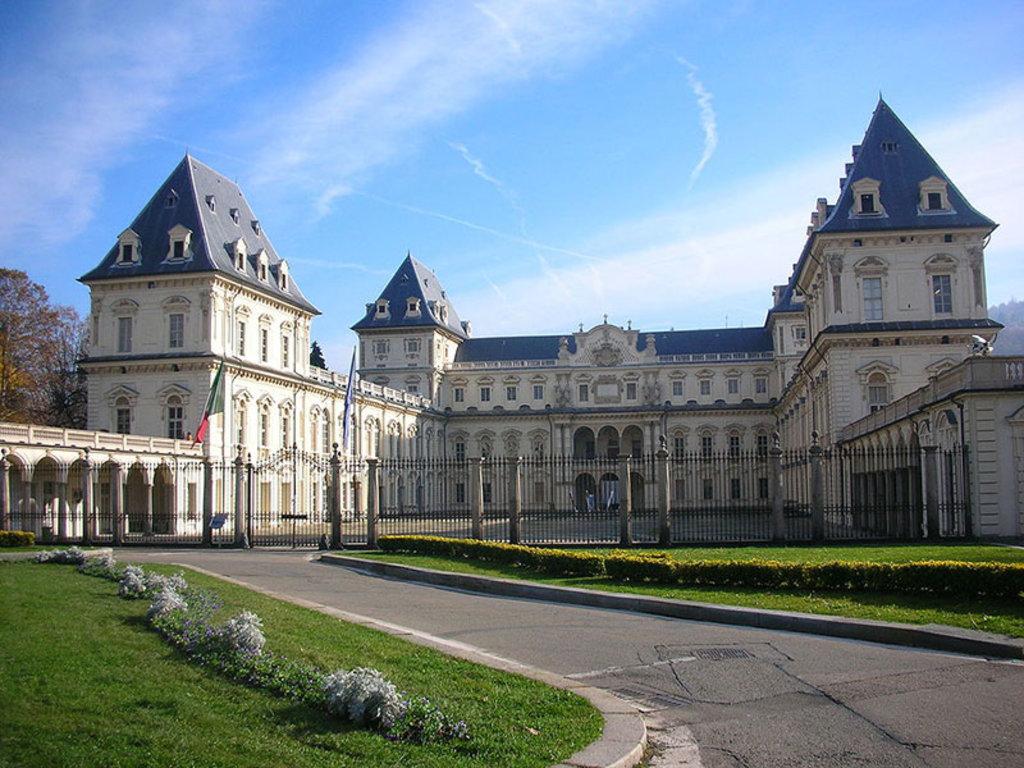 Il Castello di Valentino all'interno dell'omonimo parco. By Golden globe Own work Public domain via Wikimedia Commons
