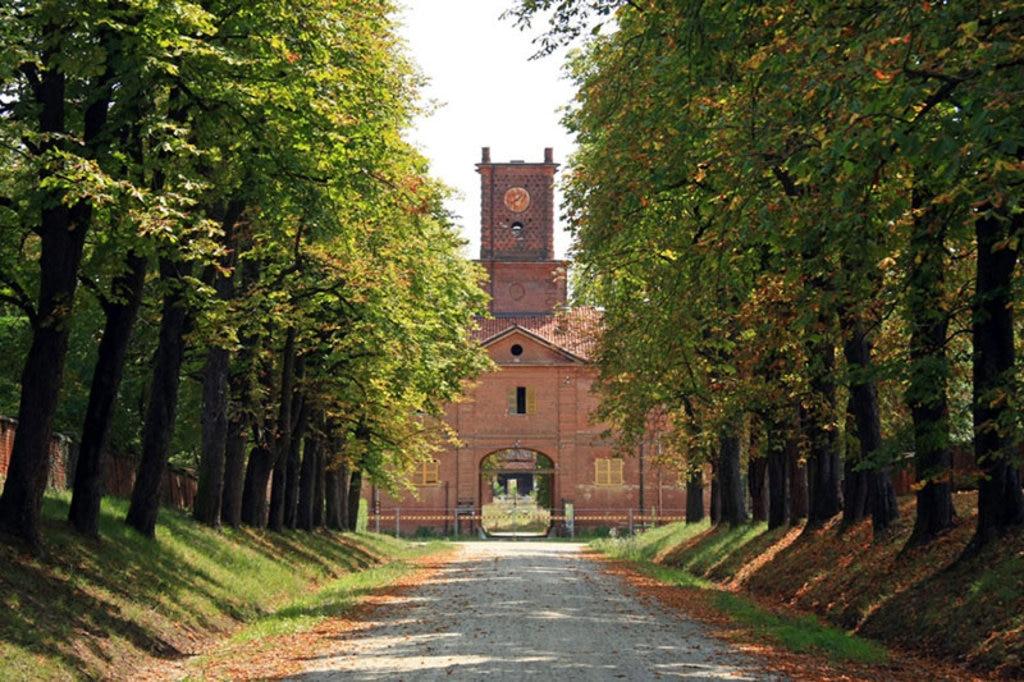 Retro di Borgo Castello nel Parco naturale La Mandria a Venaria Reale. By Alessandro Vecchi (Own work)  , via Wikimedia Commons