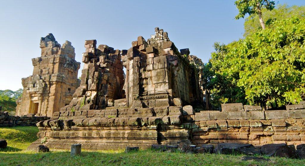 Angkor Archaeological Park ofreciendo ruinas de edificios y patrimonio de arquitectura