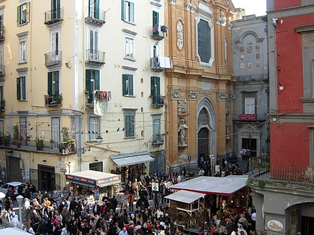 Calendario Mercatini Antiquariato Puglia.I Migliori Mercati Delle Pulci Di Napoli
