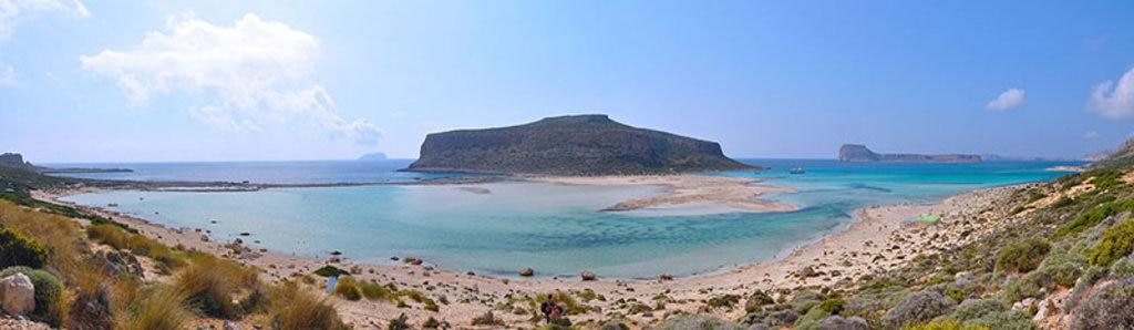 La baia di Balos e l'isola di Gramvousa. By Moonik (Own work)  , via Wikimedia Commons