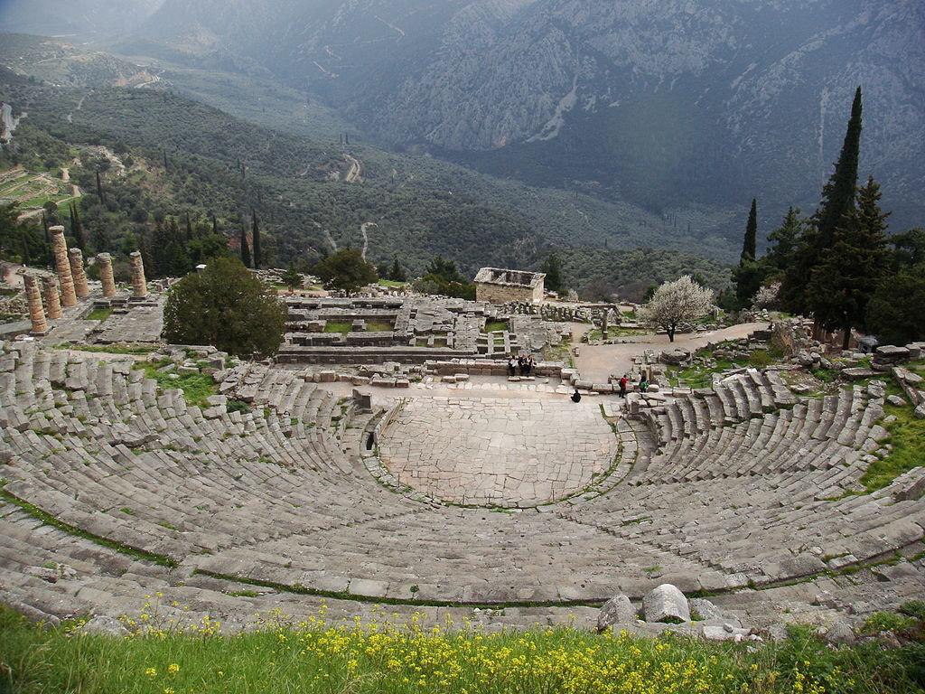 Il teatro di Delfi - Challisrussia at English Wikipedia  , via Wikimedia Commons
