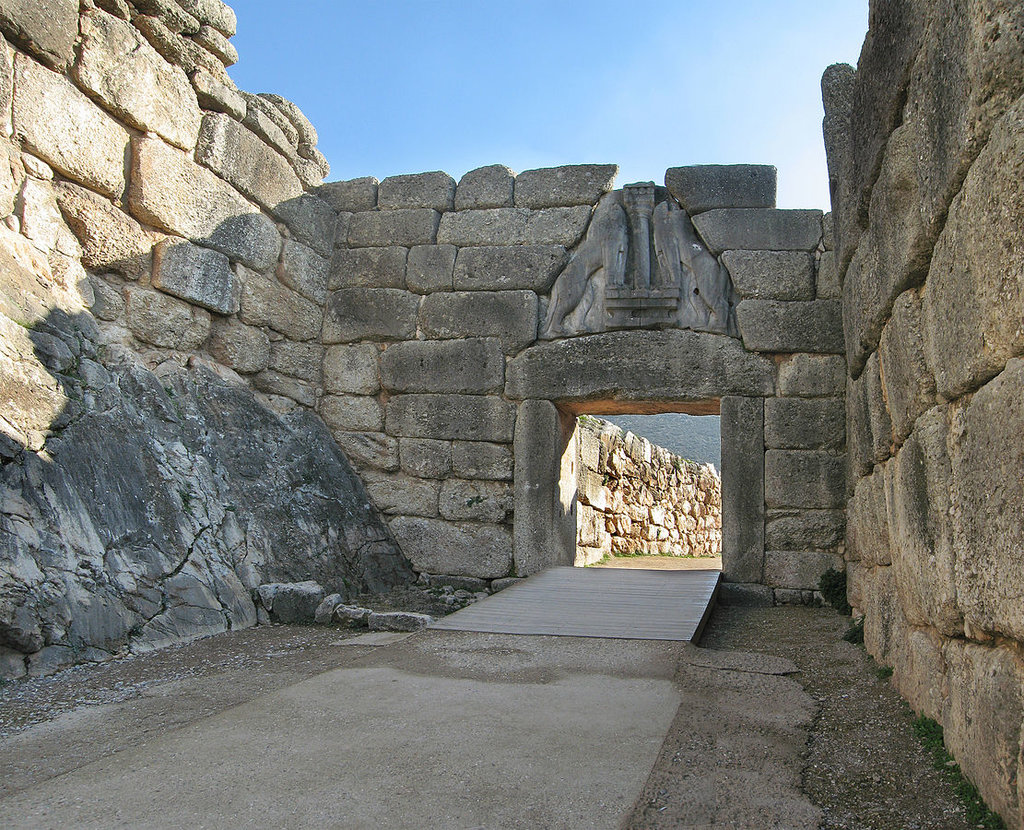La porta dei Leoni a Micene - Di Andreas Trepte - Opera propria, CC BY-SA 2.5, https://commons.wikimedia.org/w/index.php?curid=3781587