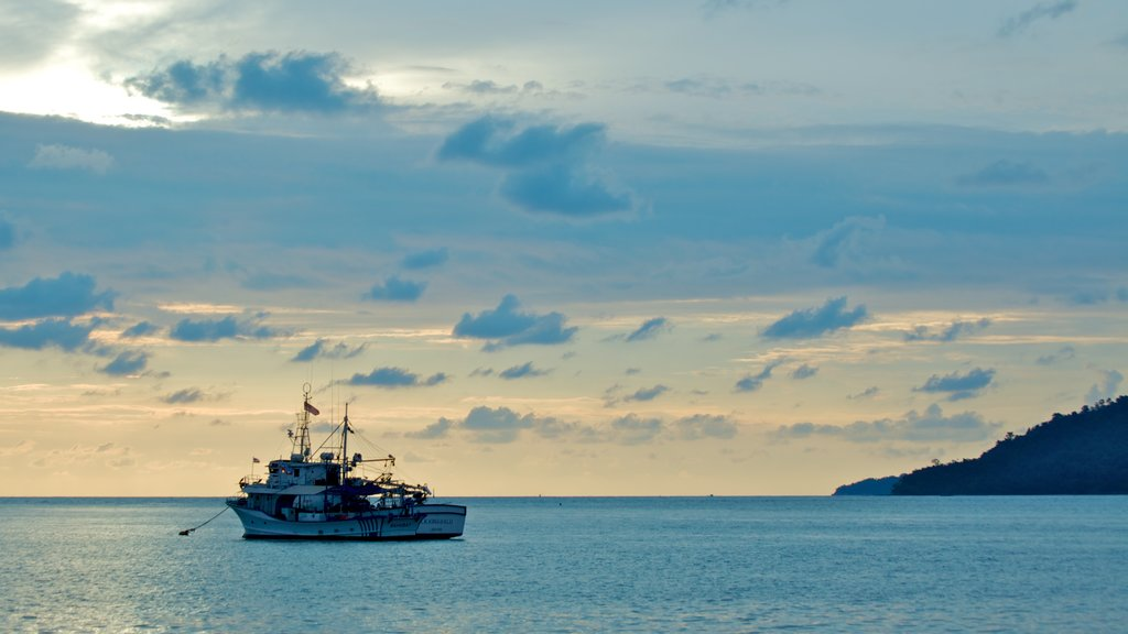 Kota Kinabalu showing landscape views, general coastal views and a sunset