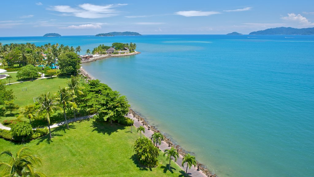 Kota Kinabalu featuring a coastal town, tropical scenes and general coastal views