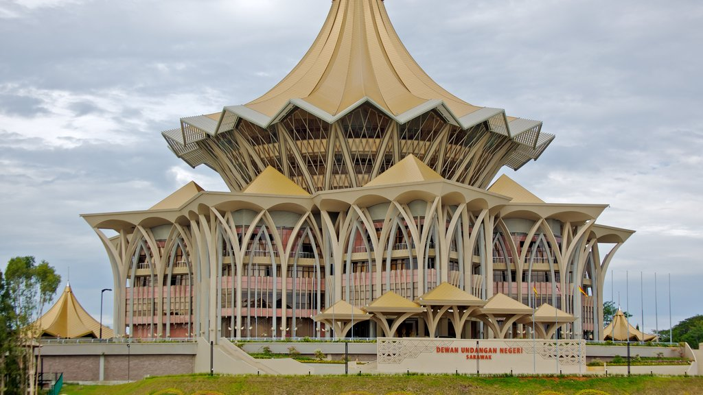 Kuching which includes modern architecture