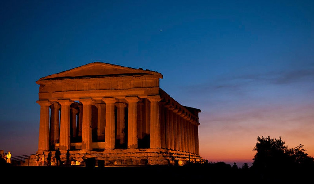 La Valle dei Templi al tramonto - Public Domain