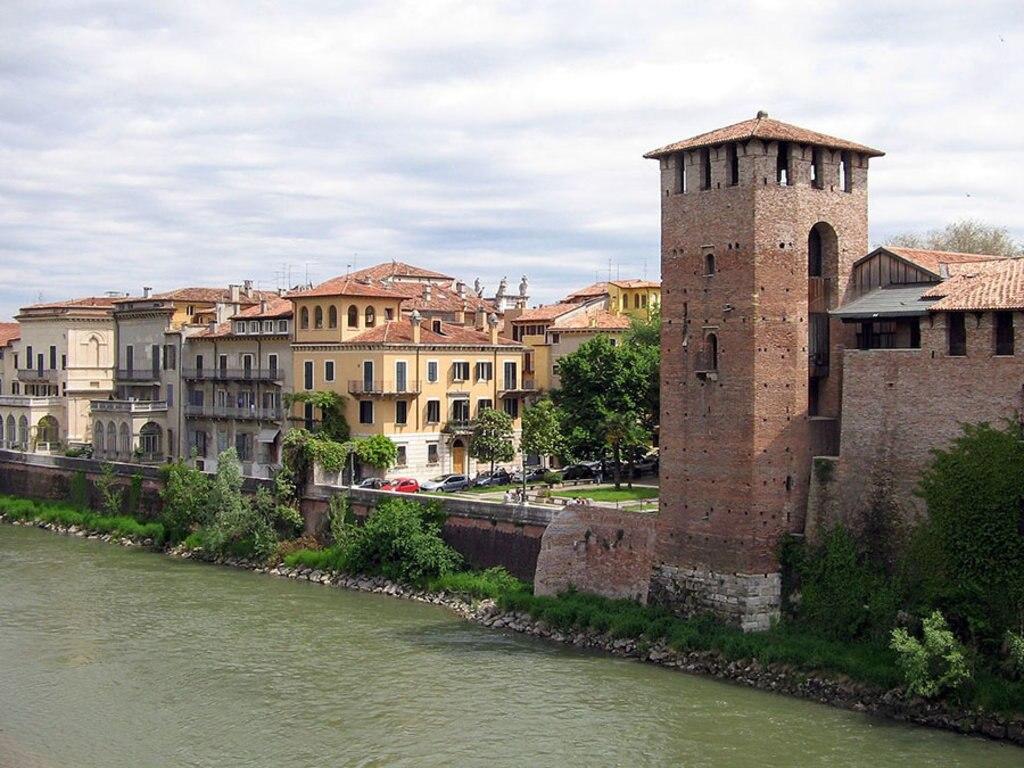 Castelvecchio dal Ponte Scaligero. Di Wolf Meusel (Opera propria)  , attraverso Wikimedia Commons