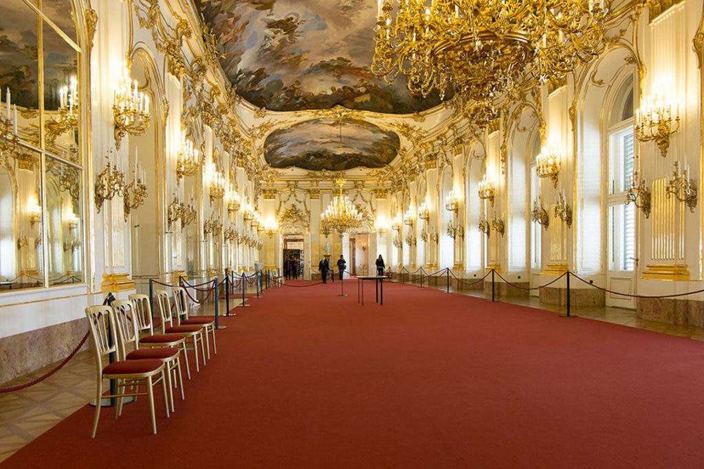 La Grande Galleria di Schönbrunn è una delle principali sale da ammirare della bellissima residenza estiva degli imperatori. By Ralf Roletschek - Own work, GFDL 1.2, https://commons.wikimedia.org/w/index.php?curid=39710438